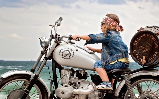 Как перевозить ребенка на мотоцикле с коляской